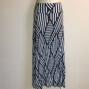 💋3/$15 TRES BIEN Long Flowing  Striped Size S